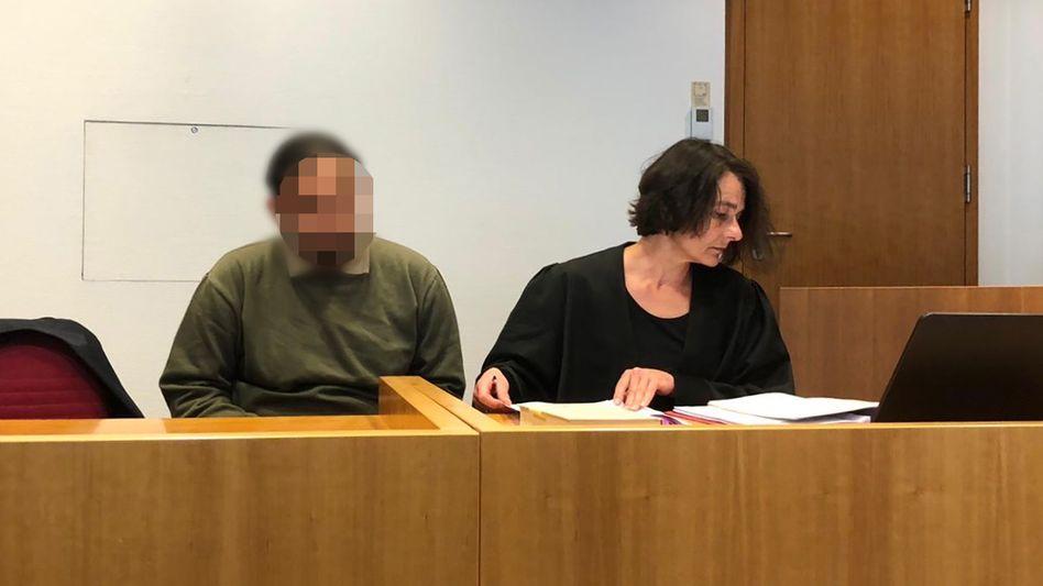 Angeklagter im Amtsgericht Bonn