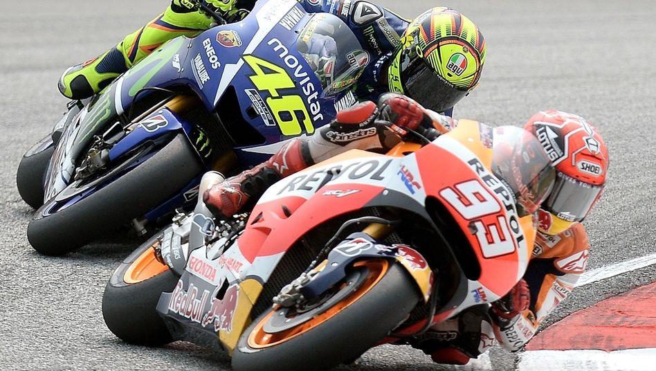 """MotoGP-Fahrer Rossi (l.), Márquez: """"Mein Fuß ist abgerutscht"""""""