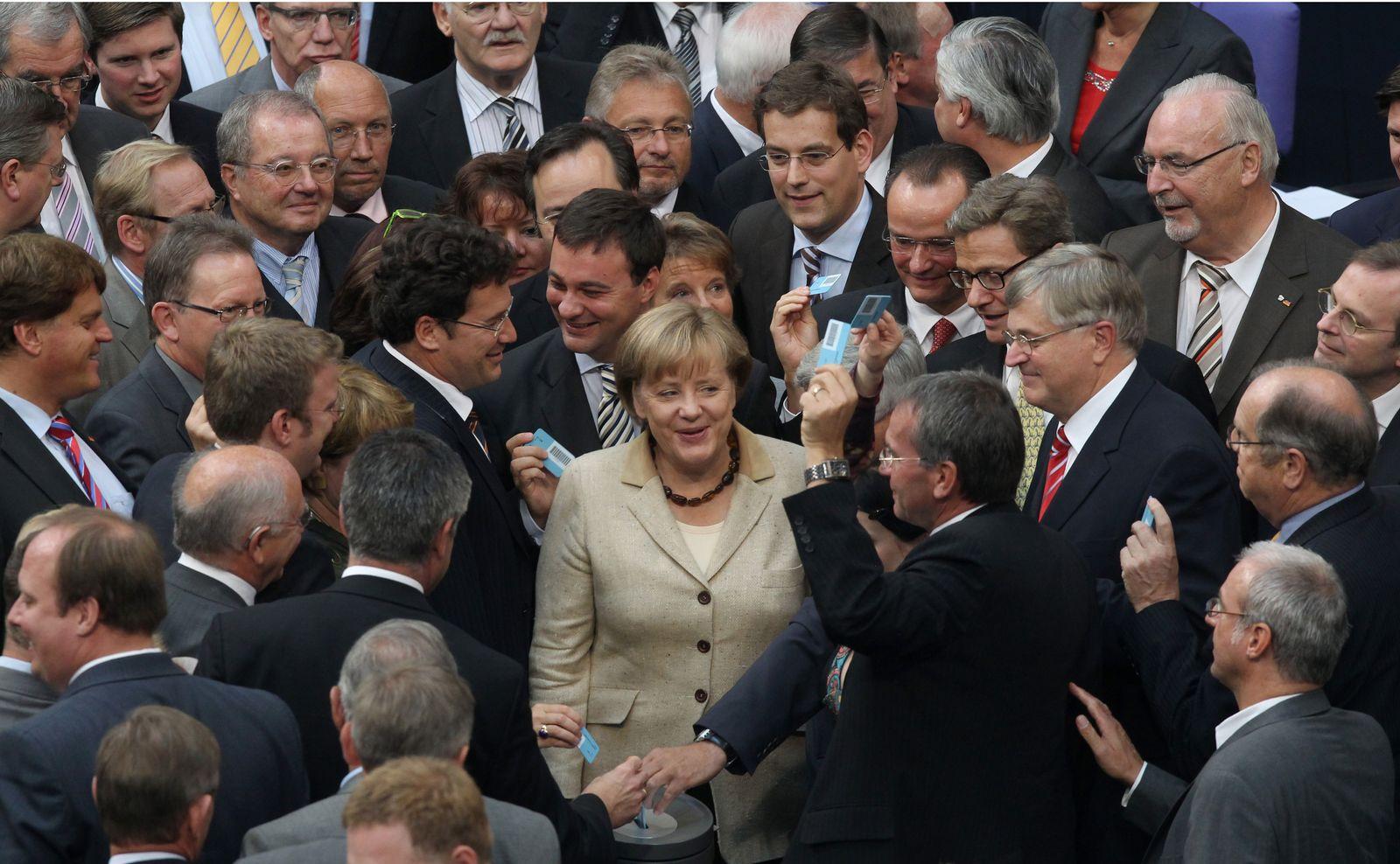 Merkel/ Bundestag/ Euro-Hilfen