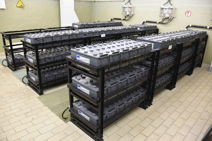 Akku-Block-Sammlung für eine etwaige Überbrückung der Notstromversorgung im Bunker