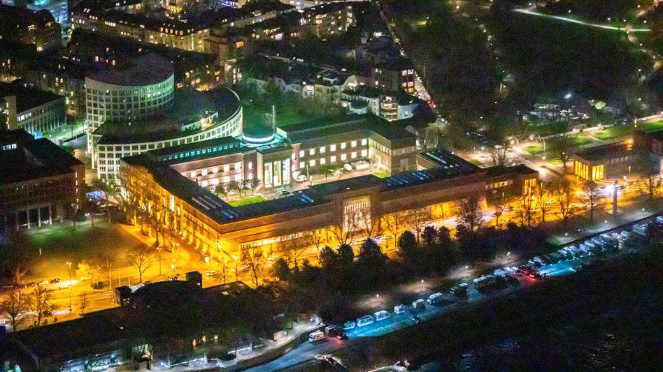 Gelände des Düsseldorfer Ehrenhofes und möglicher Standort eines Bundesfotoinstitutes: Sorge der Landeshauptstadt, zum Opfer eines »zweifelhaften Vorganges« zu werden.