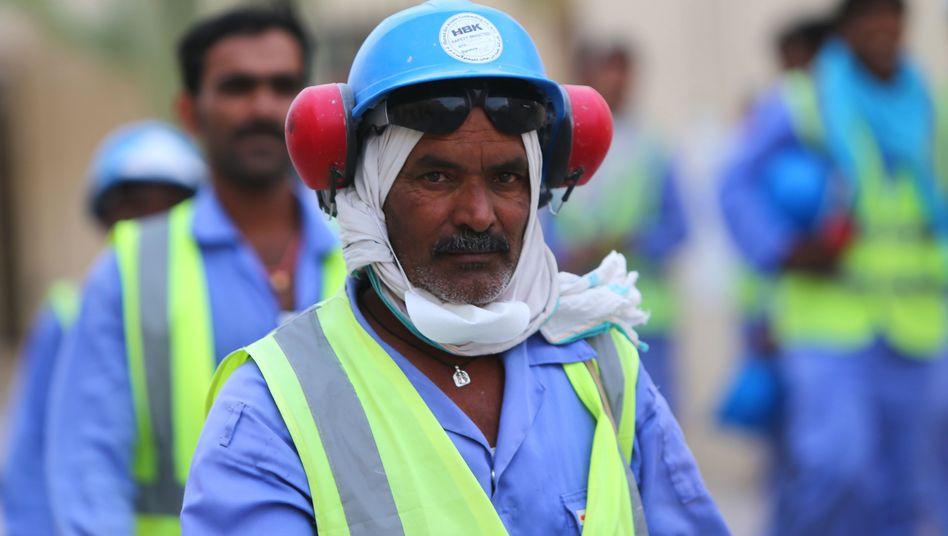 Wanderarbeiter auf einer Baustelle in Katar