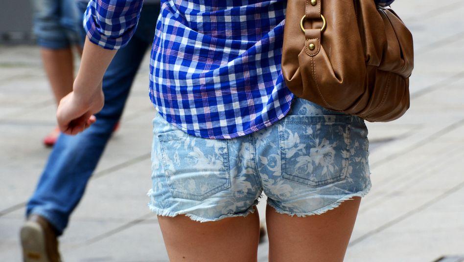 Gefahr für das Schulklima? Wer Hotpants trägt, muss sich in Horb am Neckar mit einem langen T-Shirt verhüllen