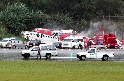 Flugzeugtrümmer in Phuket: Das Cockpit bohrte sich in den Boden