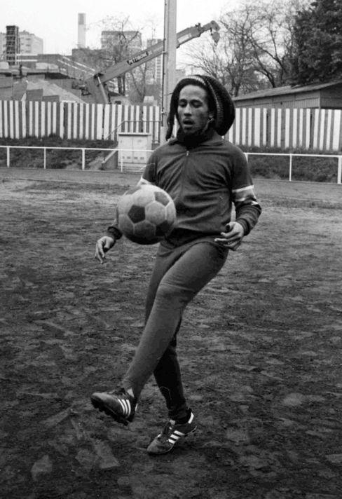 Fußballer Bob Marley: Kicken, kiffen, Konzerte