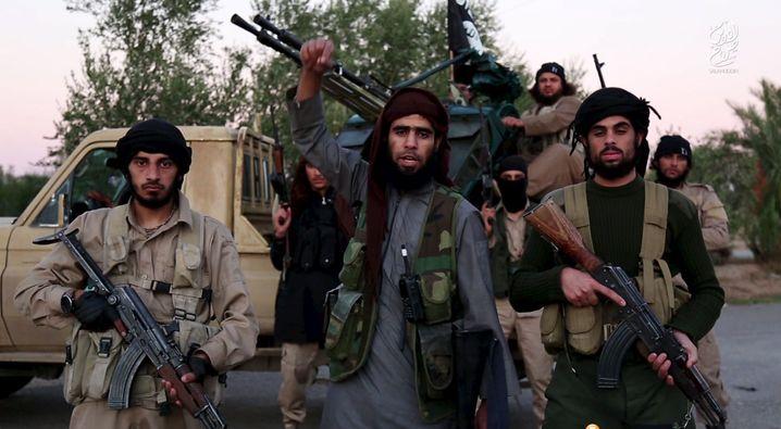 """Für seine Anführer - vom """"Islamischen Staat"""" bis hin zu den Ideologen im Westen - ist der Islamismus eine Machtstrategie; für ihr Fußvolk ist er das Gebräu, das sie trunken macht."""