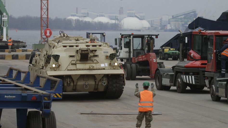 Ankunft in Riga: Fast 750 Militärfahrzeuge haben die USA nach Lettland geschickt