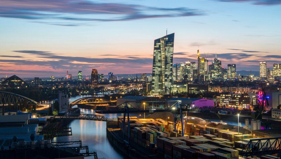 EZB in Frankfurt: Bereits 2,6 Billionen Euro in den Markt gepumpt
