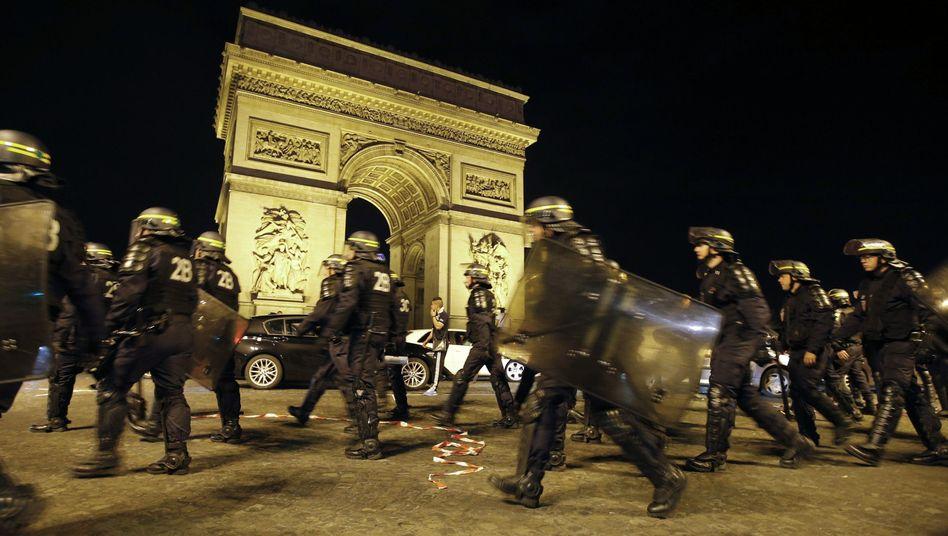 Polizeieinsatz in Paris: Schwere Randale nach dem Spiel Russland-Algerien
