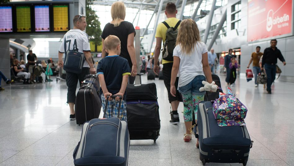 Familie auf dem Düsseldorfer Flughafen