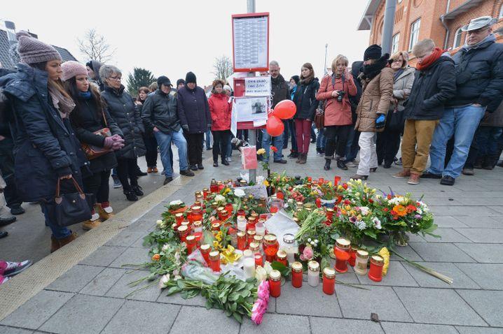 Gedenkveranstaltung in Weyhe (2013): Entsetzen über brutale Tat