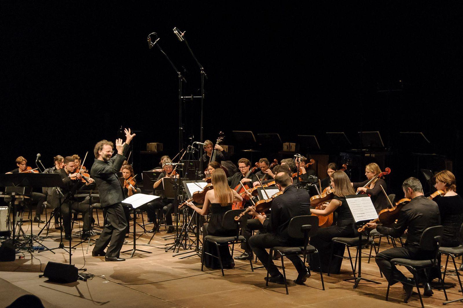 EINMALIGE VERWENDUNG Dresdner Sinfoniker/ Aghet