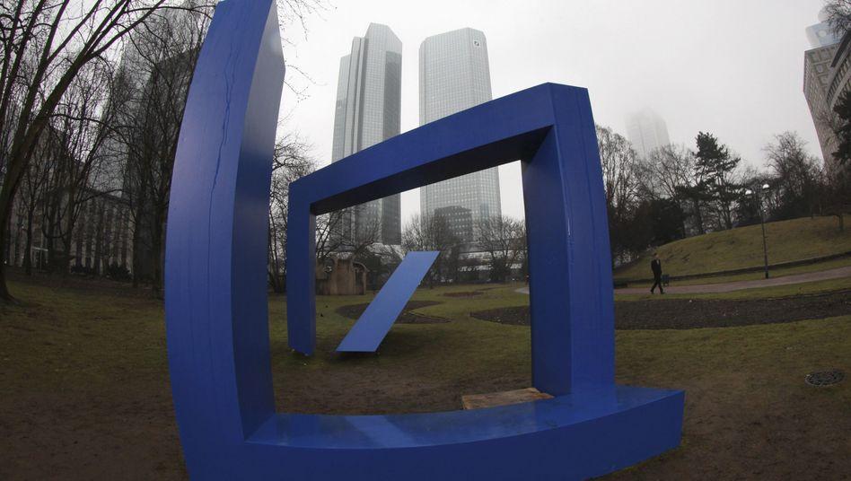 Deutsche-Bank-Logo vor Zentrale in Frankfurt: Ende im Libor-Skandal in Sicht