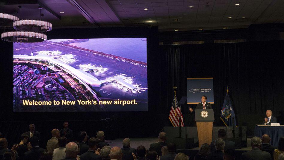 New Yorks Gouverneur Cuomo (am Pult), Vizepräsident Biden (r.): Neuer Flughafen