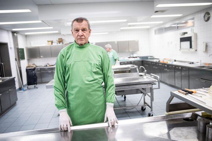 Rechtsmediziner Klaus Püschel vom Hamburger UKE: Leichenschauen sind sehr wichtig