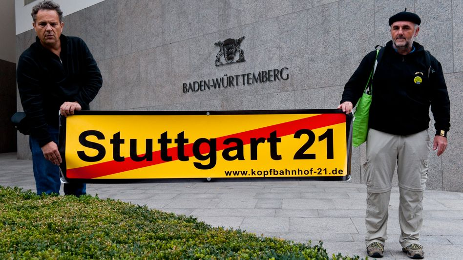 Protest vor der Landesvertretung: Die Gegner des Projekts in Berlin
