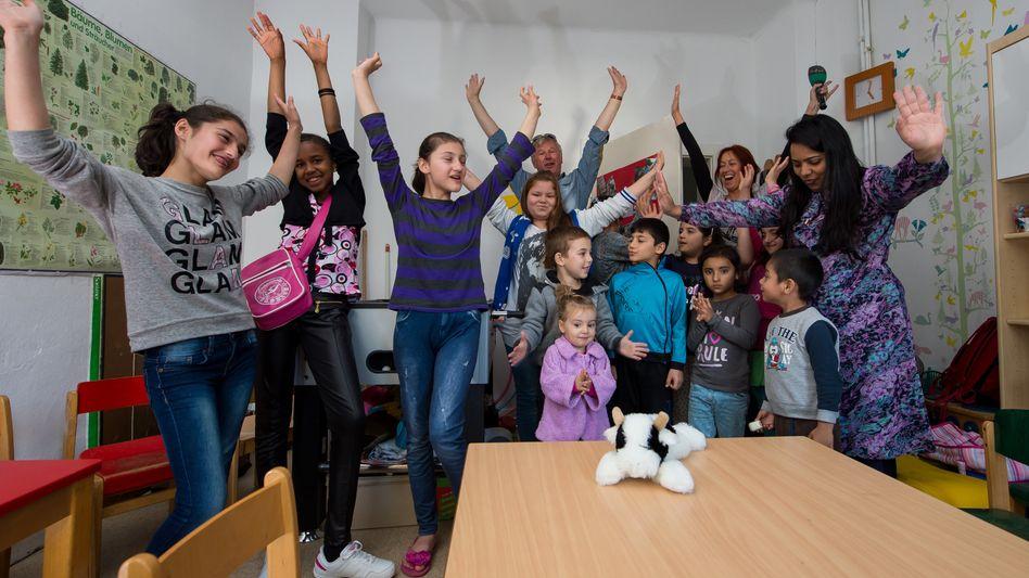 Flüchtlingskinder beim gemeinsamen Singen (hier in Nordrhein-Westfalen)