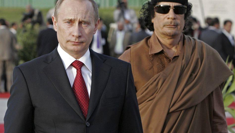 Politiker Putin und al-Gaddafi: Zwei der größten Feinde der Pressefreiheit