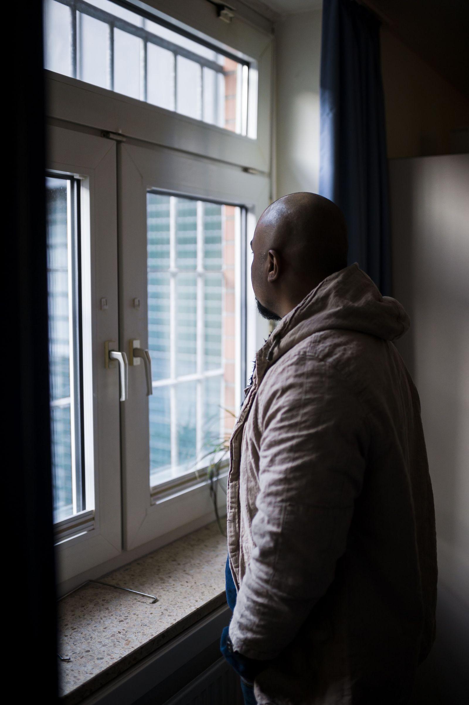 EINMALIGE VERWENDUNG SPIEGEL Plus SPIEGEL 18/2018 S.42 Abschiebehaftanstalt