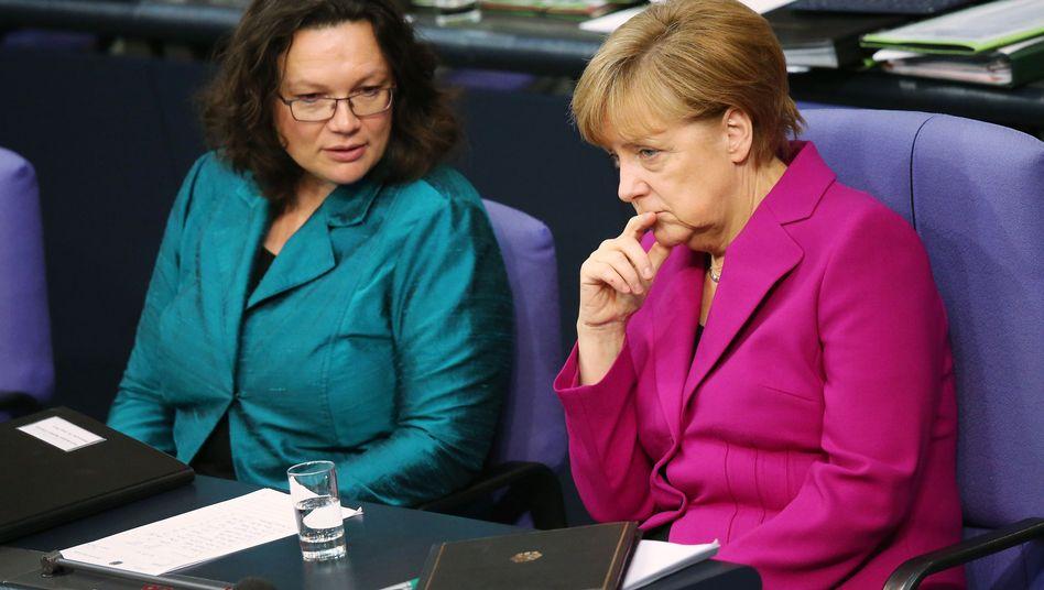Sozialministerin Nahles (SPD), Kanzlerin Merkel (CDU)