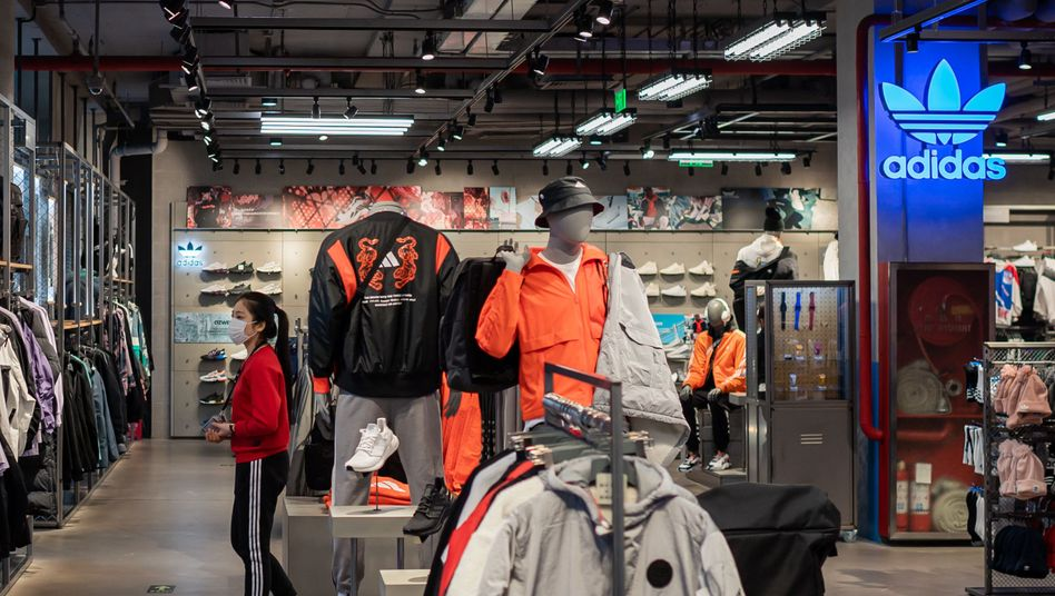Leerer Adidas-Shop in Peking