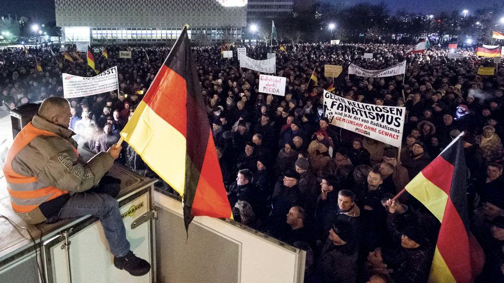 Pegida-Demo in Dresden: Mehr als 10.000 Teilnehmer