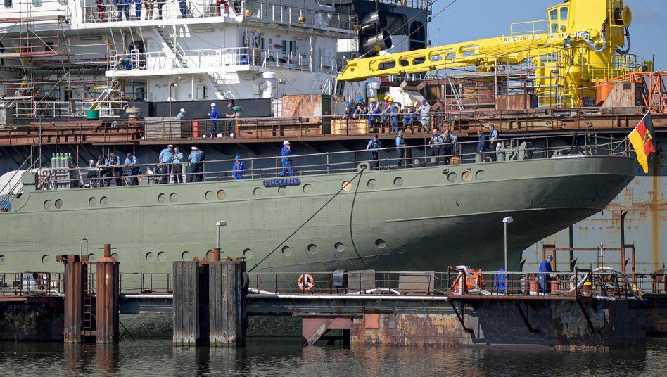 """Das Marine-Segelschulschiff """"Gorch Fock"""" in einem Dock der Bredo-Werft (Archivbild von 2019)"""