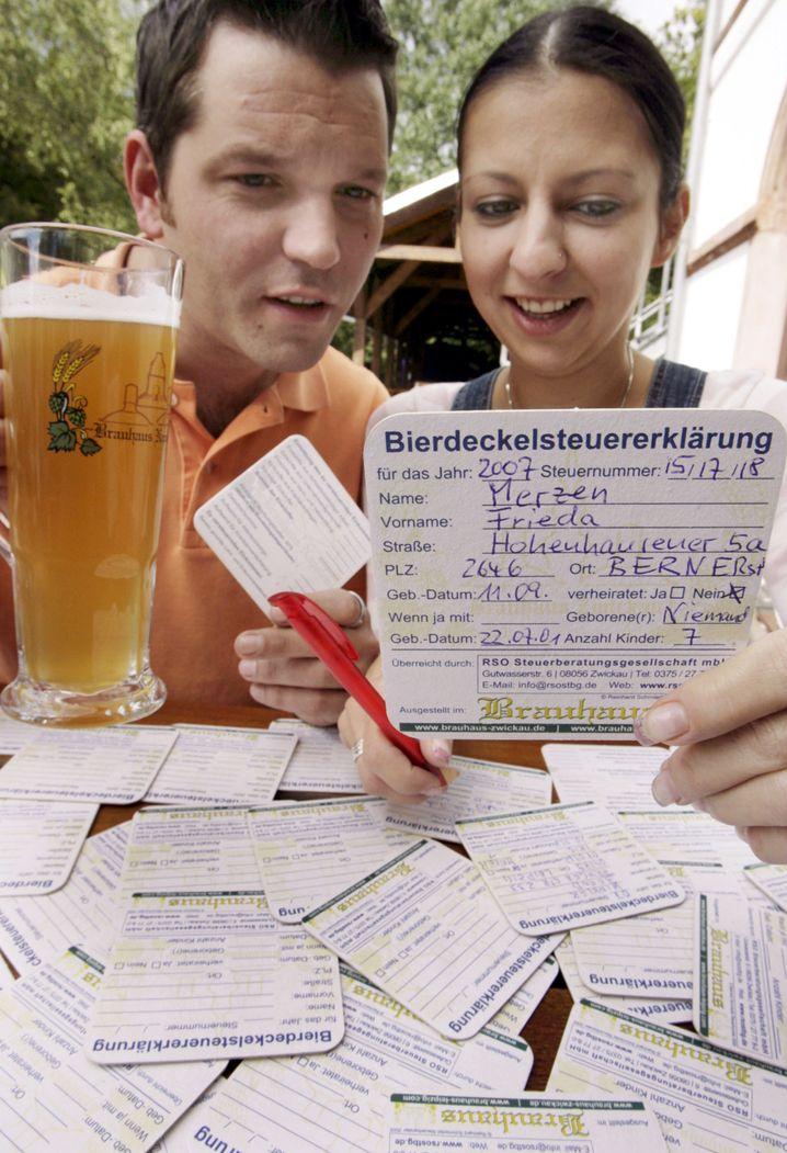 Hier nur der Werbegag eines Leipziger Gasthofs: die Steuererklärung im Bierdeckelformat