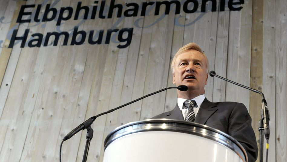 Hamburgs Ex-Bürgermeister Ole von Beust beim Richtfest der Elbphilharmonie