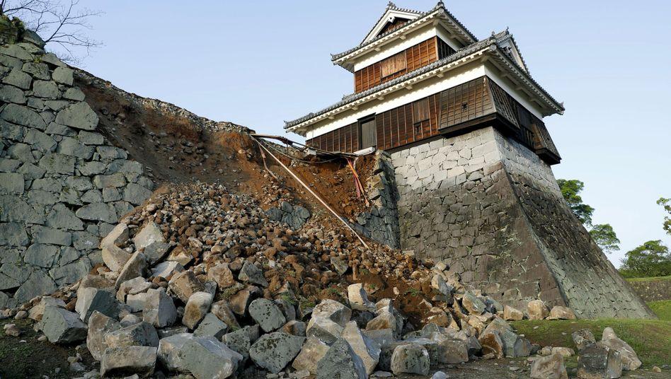 Erdstöße auf Kyushu: Beben verursacht schwere Schäden im Süden Japans