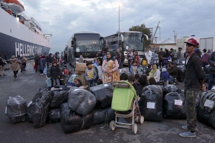 Abfahrt aufs Festland: Das Flüchtlingslager auf Lesbos ist völlig überfüllt