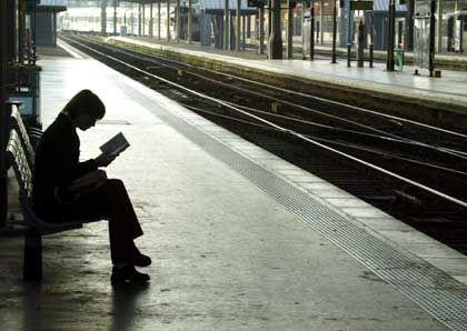 Der Zugverkehr wurde vorübergehend eingestellt. Wir bitten um Ihr Verständnis!