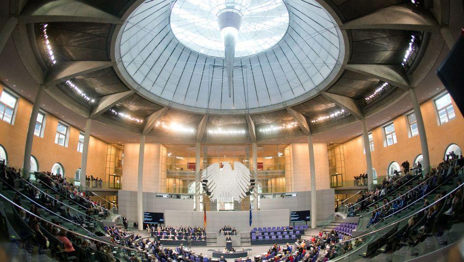 Der Deutsche Bundestag: Nur drei Viertel des Existenzminimums verdient