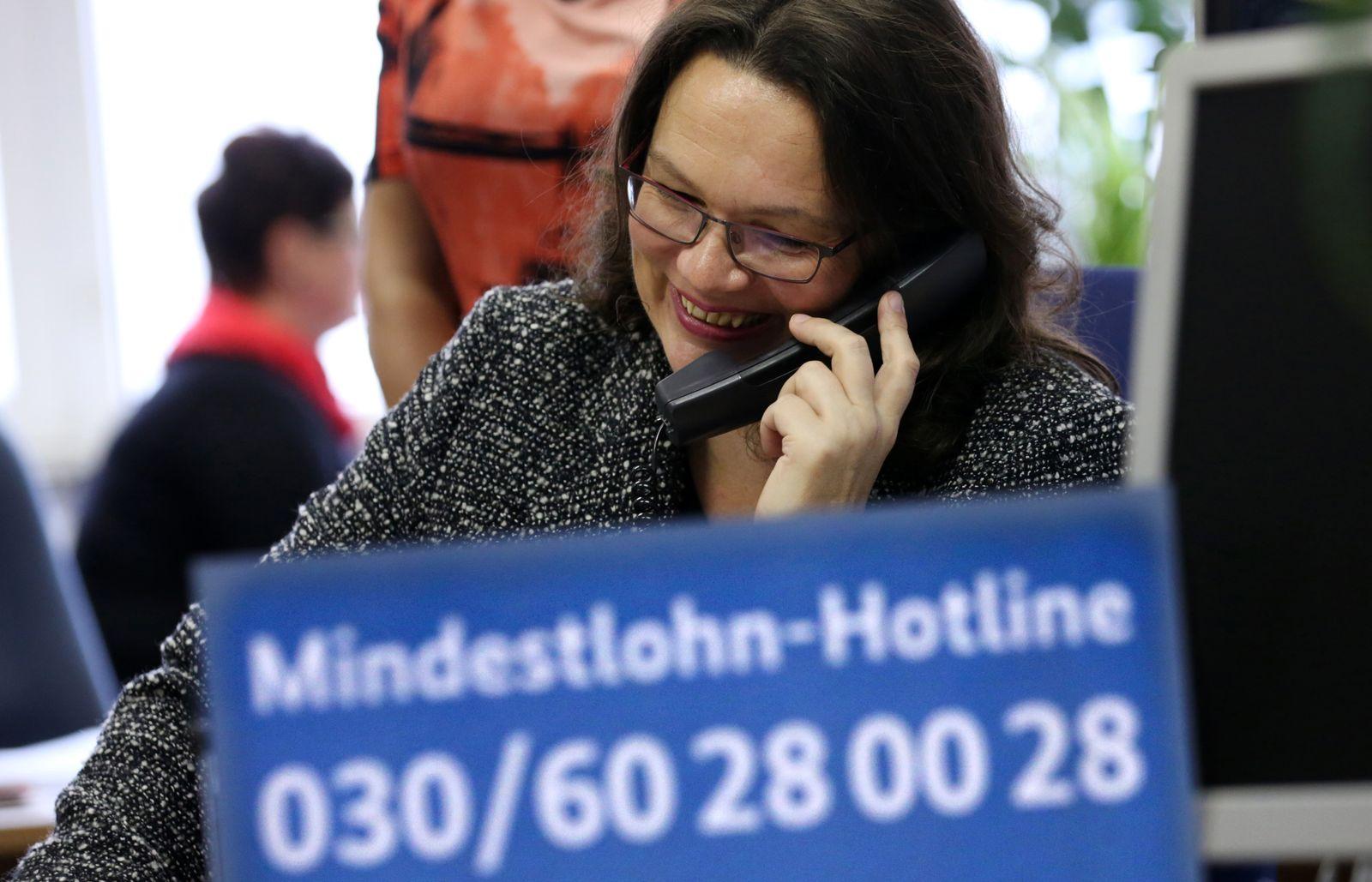 KaSP Bundesarbeitsministerin Nahles stellt Mindestlohn-Hotline vor