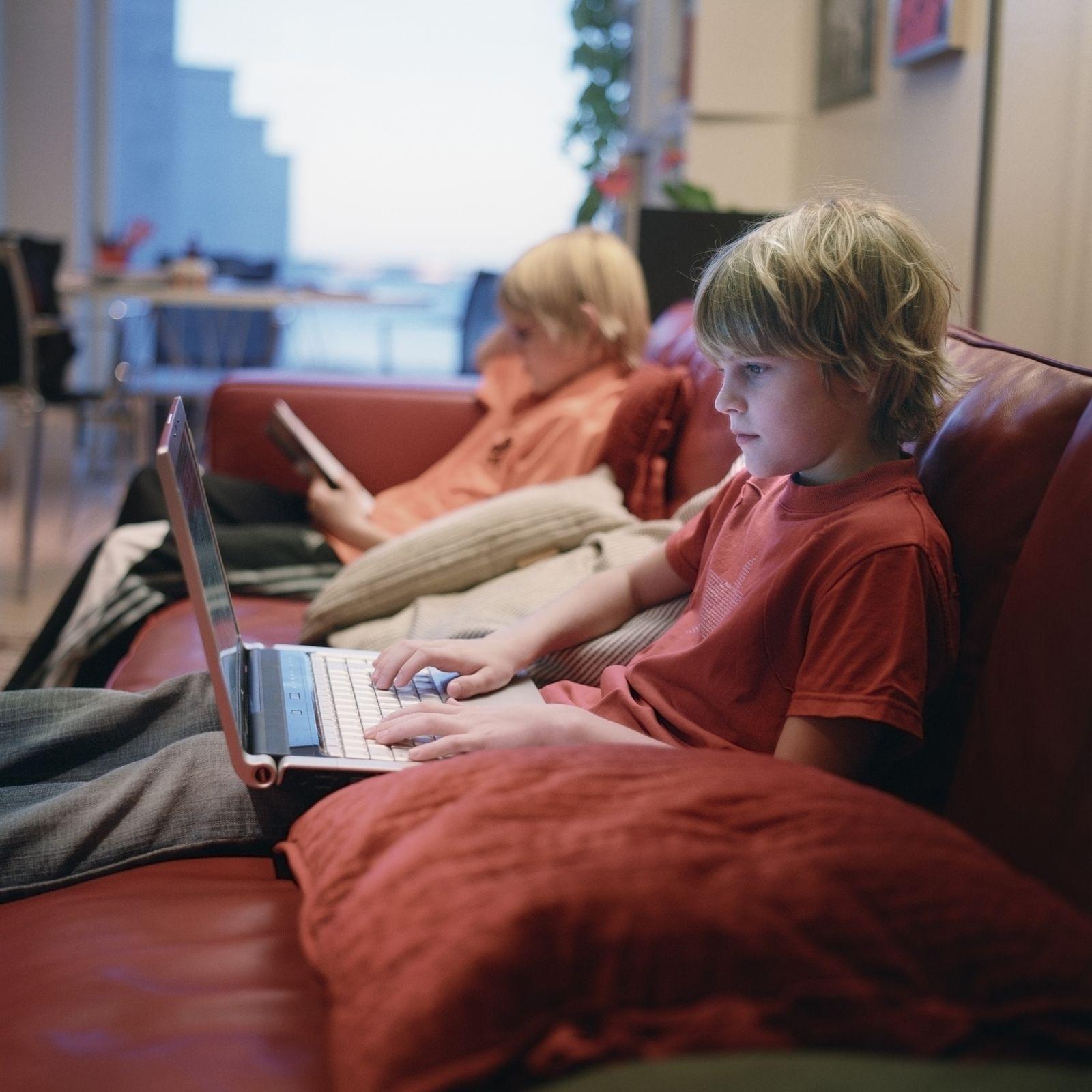NICHT MEHR VERWENDEN! - Kinder / Kind / Computer / Internet