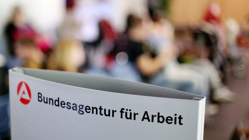 Wartende in Leipziger Jobcenter: Niedrigster August-Wert seit 1991