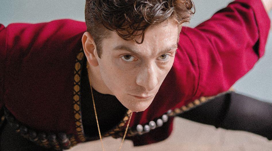 Merab (Levan Gelbakhiani) ist ein ehrgeiziger Tänzer - als ein neuer Sportler auftaucht, verändert sich seine Welt