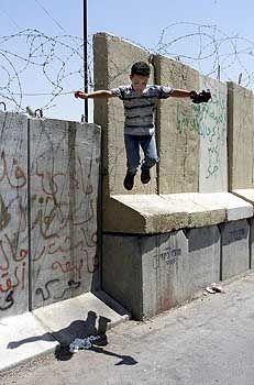 Ex-Geheimdienstler üben Kritik an Scharon: Mauerspringer in Jerusalem