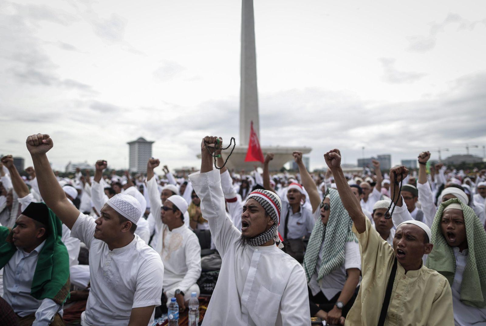 Muslims protest against blashpemy in Jakarta