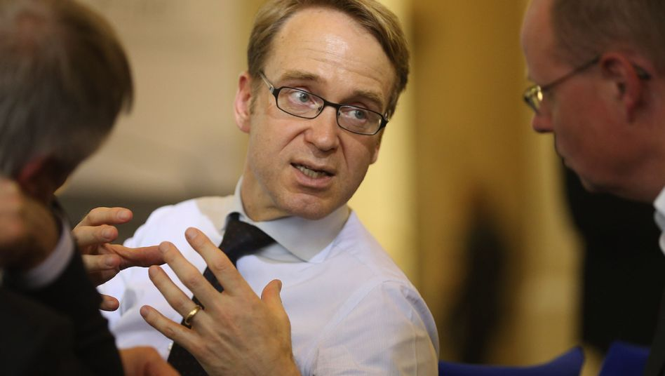 Bundesbank head Jens Weidmann says that delays on French budget consolidation may damage trust in new EU rules.