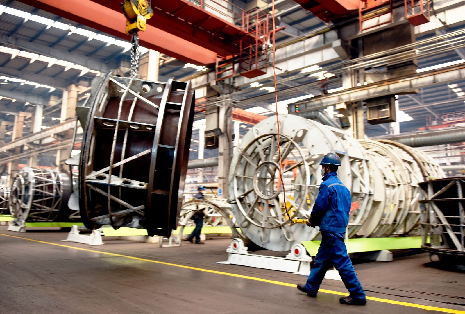 CHINA CHINESE CONSTRUCTION MACHINE COMPANY WORKER ASSEMBLE