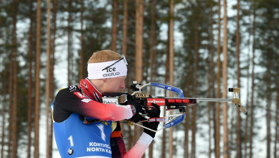 Johannes Thingnes Bö am Schießstand in Finnland