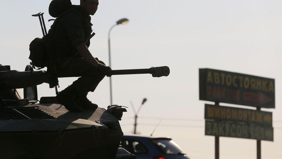Russische Soldaten im Grenzgebiet: Nato und Bundesregierung fordern Aufklärung