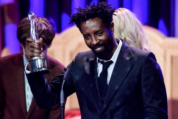 Ladj Ly beim Europäischen Filmpreis, wo sein Film als Entdeckung des Jahres ausgezeichnet wurde