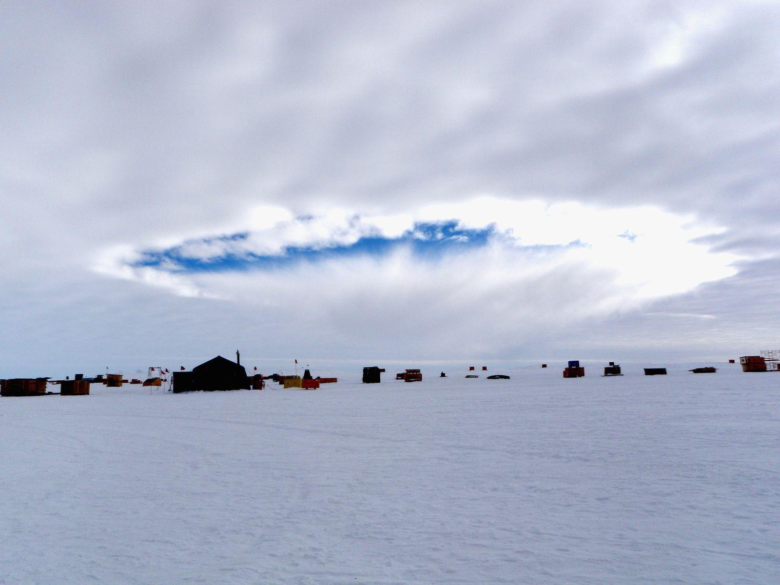 Flugzeug / Antarktis / Wolken