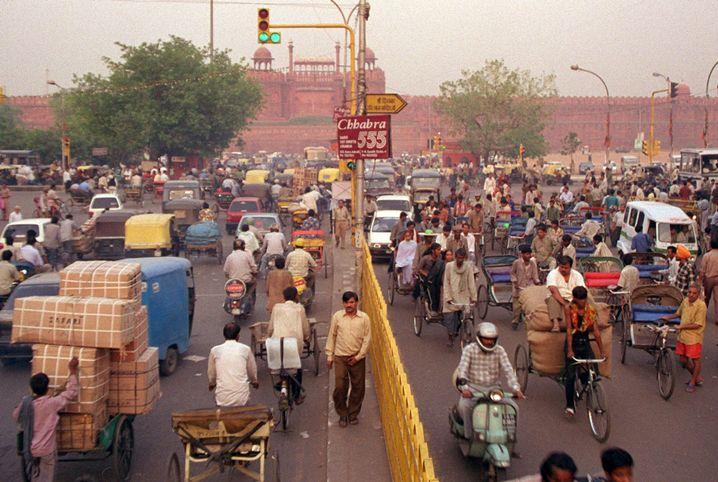 Straßenverkehr in Neu Delhi