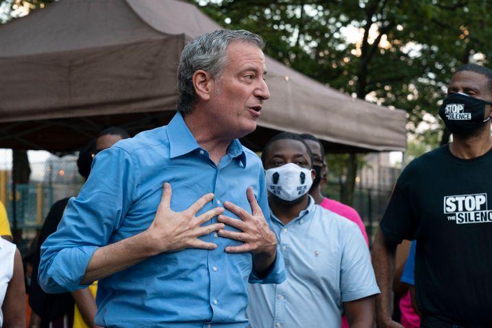 Hilflos vor der Statistik: New Yorks Bürgermeister Bill de Blasio bei einer Mahnwache