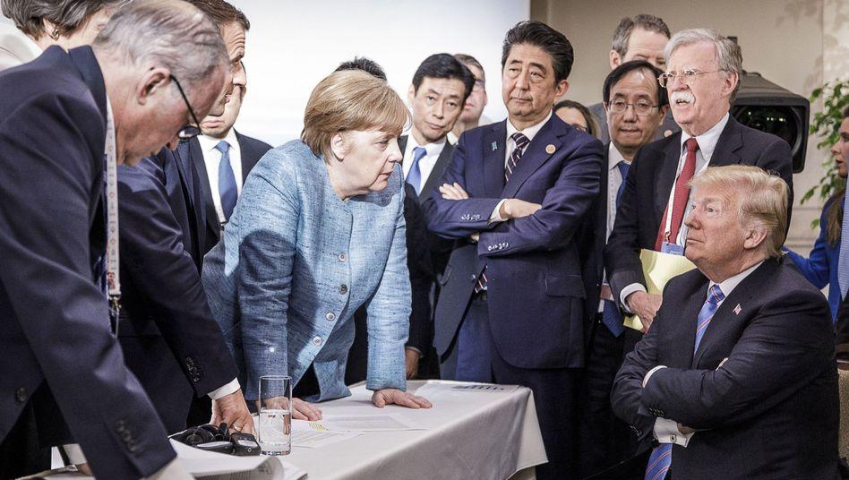 Angela Merkel (Mitte) und Donald Trump (r.)