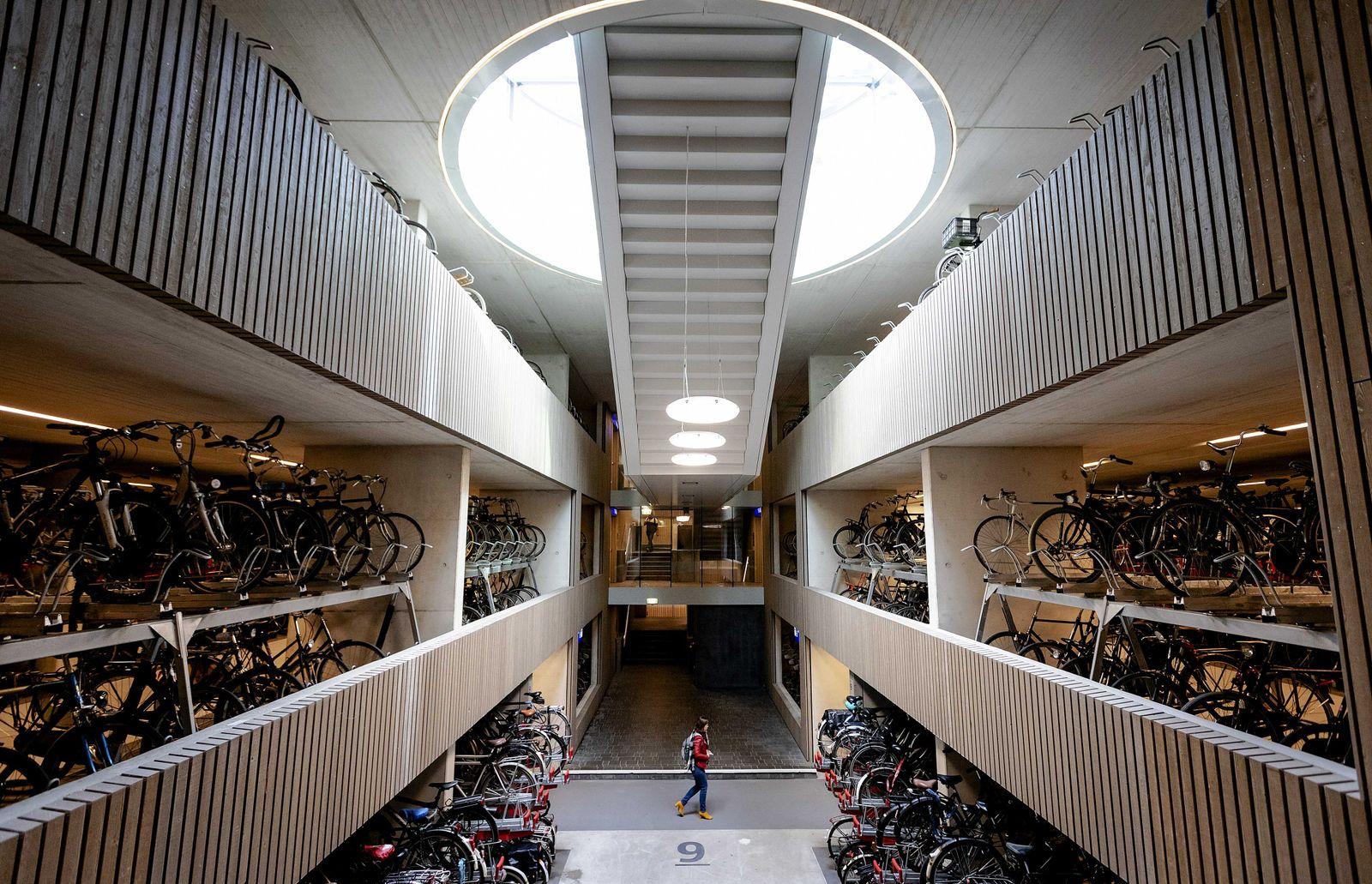 Fahrradparkhaus am Bahnhof von Utrecht
