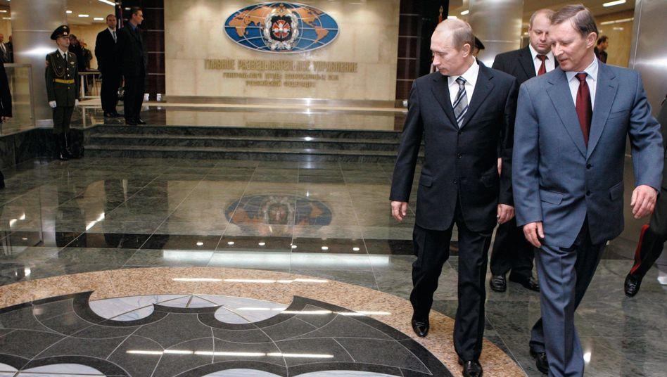 Präsident Putin beim Nachrichtendienst GRU 2006